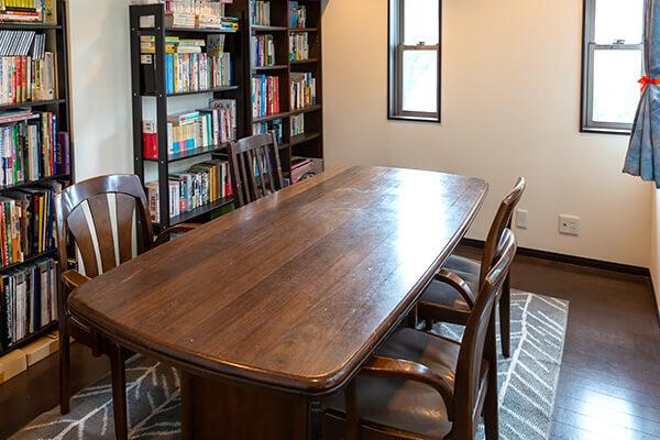 西の間(洋室:7.5畳)テーブルタイプ